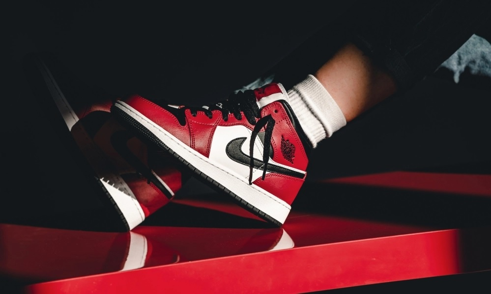 Air Jordan 1 Mid Chicago Toe 554724-069 Release Info UK | Foot Fire